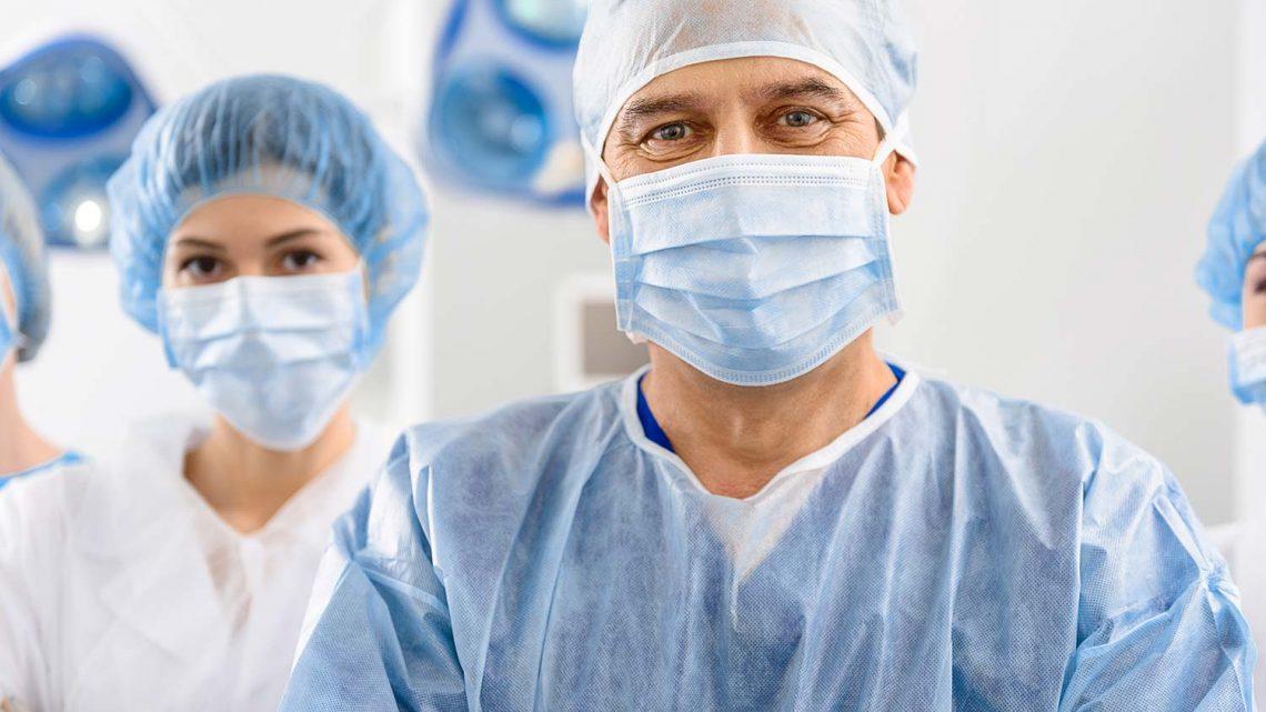 Covid a bezpieczeństwo personelu medycznego – jak powinien być ubrany sanitariusz, który pobiera wymazy?